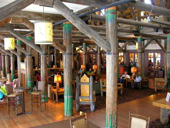 Paradise Inn at Mount Rainier: Paradise Inn main lobby