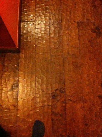 La Casa del Organista: Suelo de toda la casa de madera