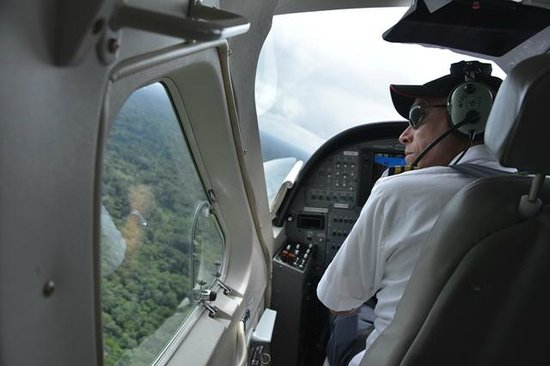 Awarradam Jungle Lodge: Pilot looking out and ready for the landing