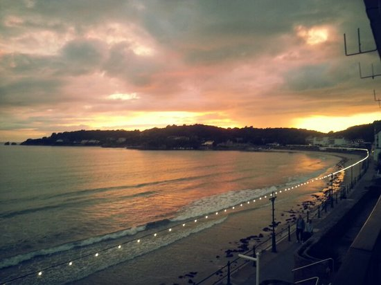 L'Horizon Beach Hotel & Spa: View