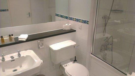L'Horizon Beach Hotel & Spa: Bathroom