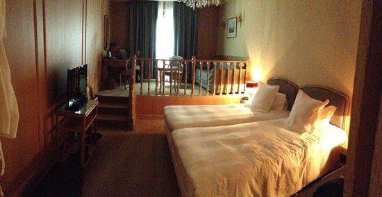 โรงแรมชาโตฟรองเตอน็อง: room #51 superior suite Hotel Chateau Frontenac 2013