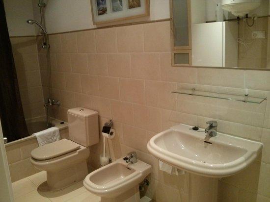 Apartamentos Living Valencia : Amplio Baño