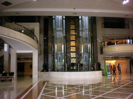 HJ Grand Hotel: la tromba ascensore