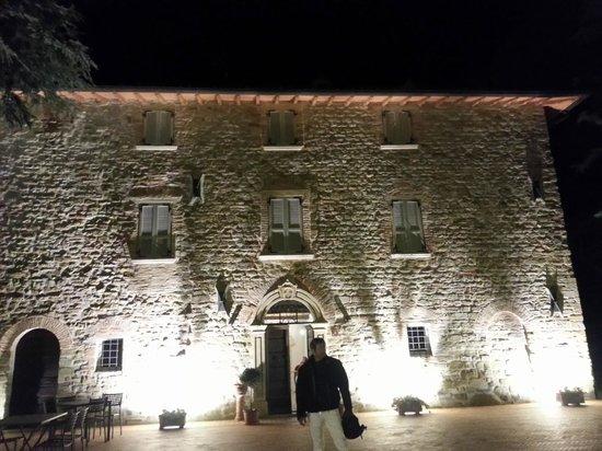 Coldimolino Country House: ingresso villa notturna