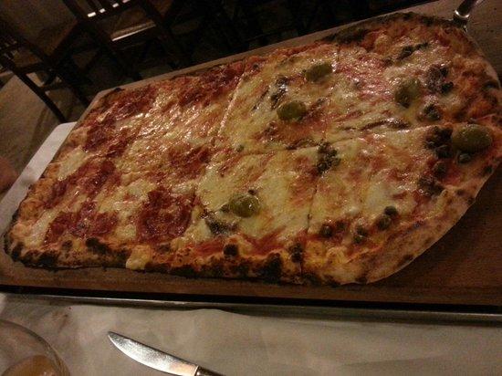 Cantina Don Carlo: Mezzo metro di pizza