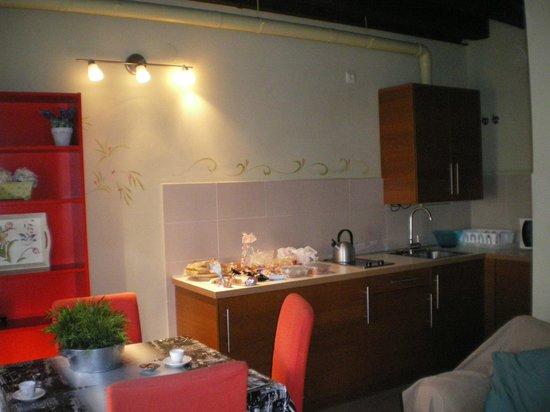 Apartamentos Refitoleria: Zona de cocina