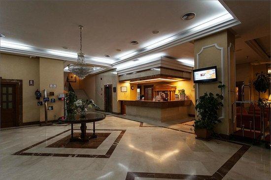 Hotel Monte Puertatierra: Monte Puertatierra, набережная рядом с отелем