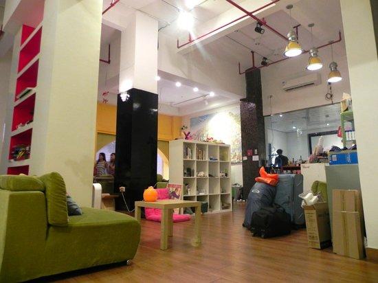 Lazy Gaga Hostel: common area and reception
