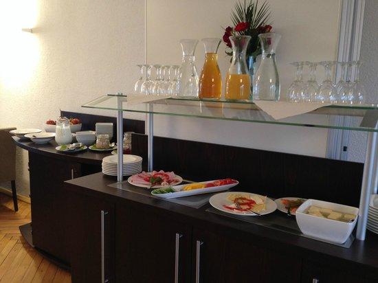 Hotel Karolinger Hof: Kleine Buffetanlage