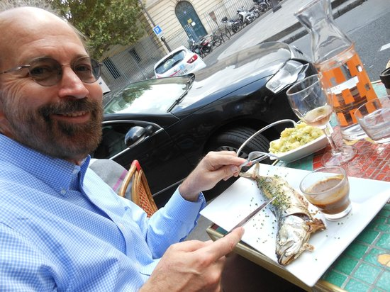 Les Pipos: That's a macquereau [mackerel] I'm cutting into