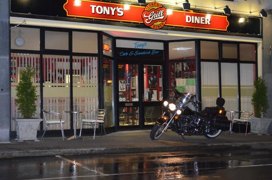 Tony's Grill Diner: early morning at tony`s