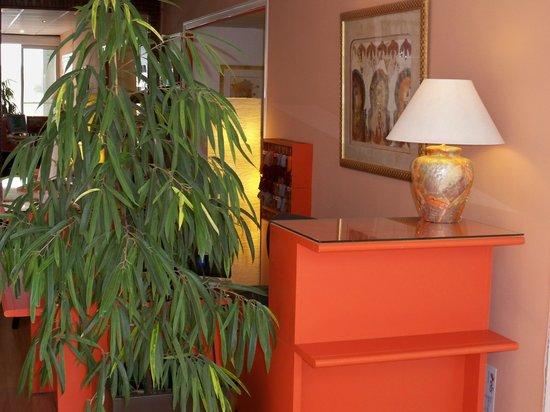 Hotel Victor Hugo : reception