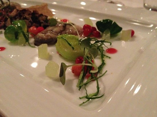 Restaurant Initiale : Fantastic dish with beef and Colville bay oysters