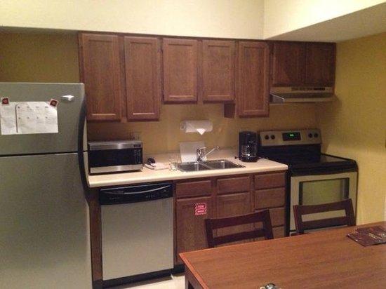 Sonesta ES Suites Burlington: Older kitchen, new appliances, very clean