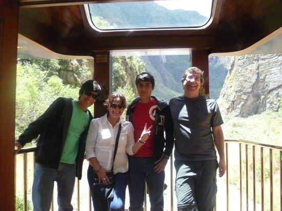 Tren de Hiram Bingham: MI FAMILIA CAMINO A MACHU PICCHU