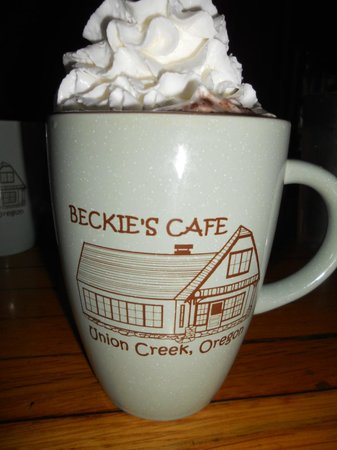 Beckie's Cafe : hot chocolate in a cute mug