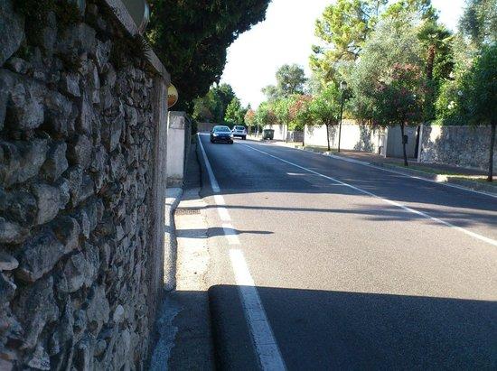 Hotel Villa Maria Au Lac: Strasse mit Tempolimit 70kmh