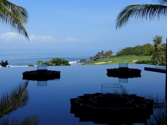 Pan Pacific Nirwana Bali Resort: Tanah Lot from reception.