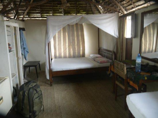 Yumbe House Lodge: guest room w ensuite bathroom,mini fridge,fan, mosquito nets