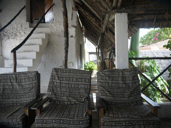 Yumbe House Lodge: top floor patio seating area