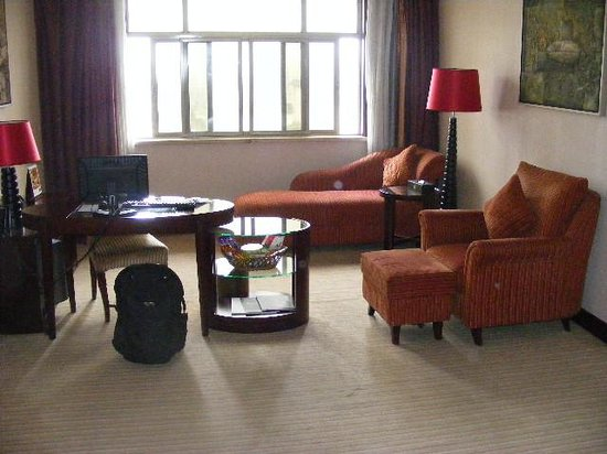 Meihua Goldentang International Hotel: Large old room