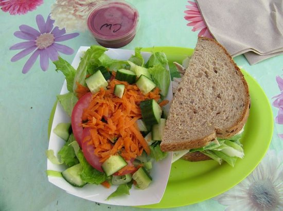 Cafe Metropole: Half salad half sand deal