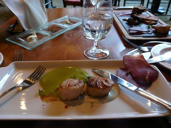 Moraine Lake Lodge: Great scallops