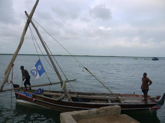 Yumbe House Lodge: traditional dhow, don't leave without making a trip!