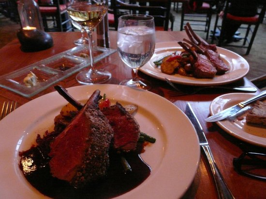 Moraine Lake Lodge: Excellent venison