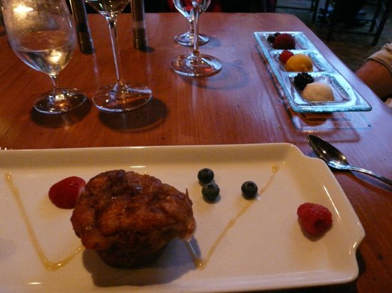 Moraine Lake Lodge: Stodgy bread pudding