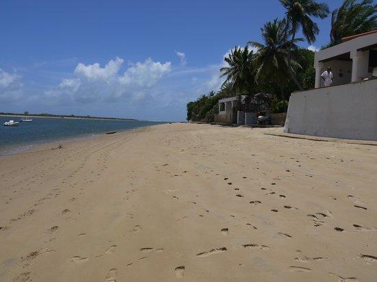 Yumbe House Lodge: nearby Shella beach