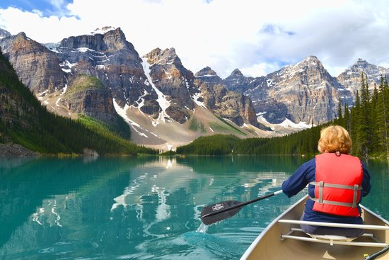 Moraine Lake Lodge: On the lake again