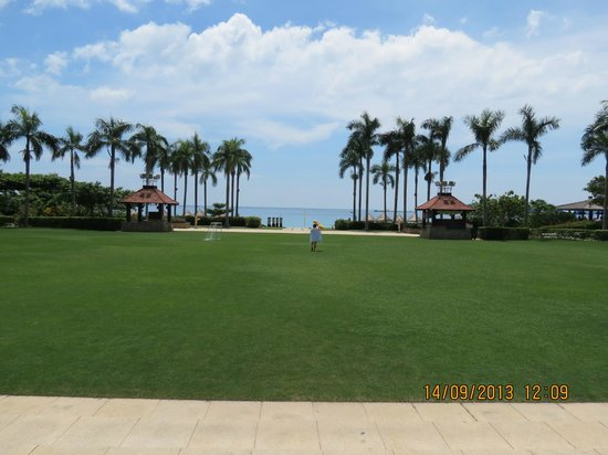 Sanya Marriott Yalong Bay Resort & Spa: View of beach