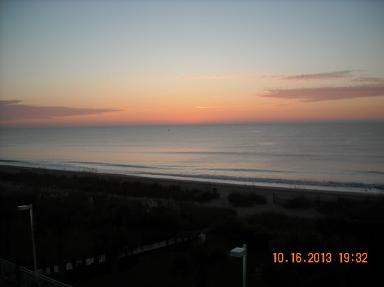 Super 8 Myrtle Beach/Ocean Front Area: Early morning just as the sun coming up
