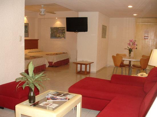 Hotel & Suites Nader: Suite con cocina equipada, estancia, comedor y dormitorio