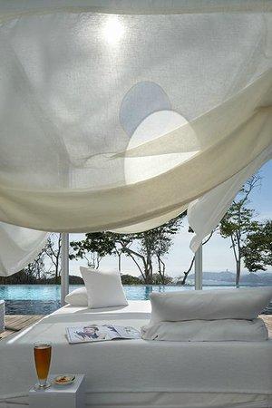 Encanto Acapulco: POOL DECK