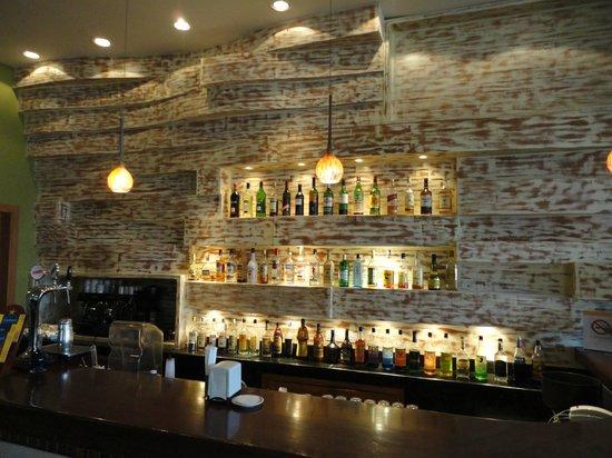 Iberostar Rose Hall Suites : lobby bar!