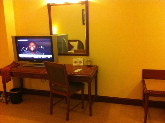 Fortuna Hotel Hanoi: BASIC furniture