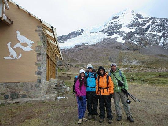 Camino del Ausangate - Andeanlodges: Albergue de Machuracay, con el Ausangate atras