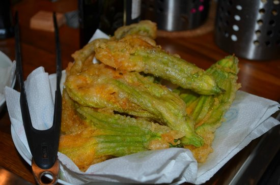 Alessandra Federici's Cucina Cooking School: One of the wifes favs. fried zucchini flowers