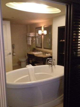 Le St-Martin Hotel Particulier Montreal : St-Martin Hotel bathroom in Grand Lux suite