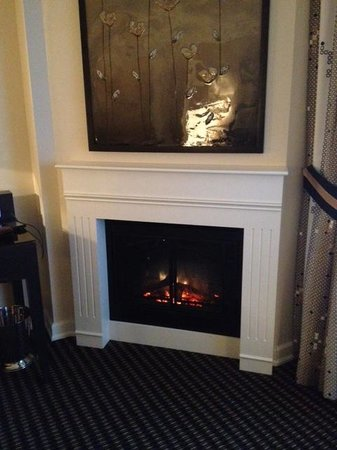 Le St-Martin Hotel Particulier Montreal: Fireplace in Grand Lux room