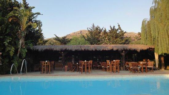 Chillout Hotel Tres Mares : Jardín & Restaurante