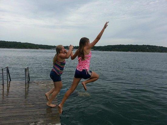 Andersen's Valley View Resort: Swimming off the boat dock