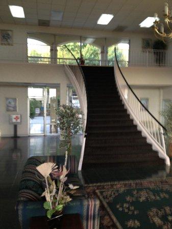 Econo Lodge Dalton: The lobby was impressive