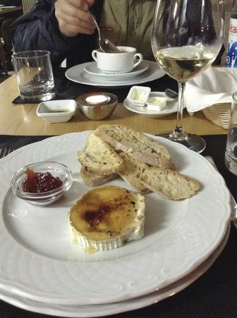 Peneda Hotel: Goat's Cheese grilled with local honey - drool