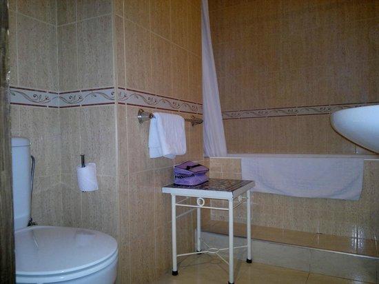 Amani Hôtel Appart: salle de bains