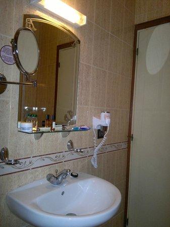 Amani Hôtel Appart : salle de bains