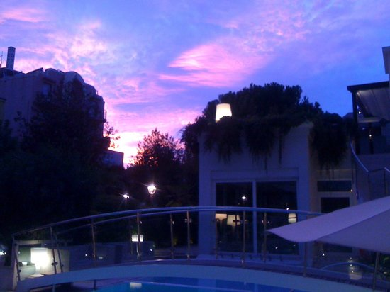 Hotel Belvedere : View of the sky at sunset from the patio